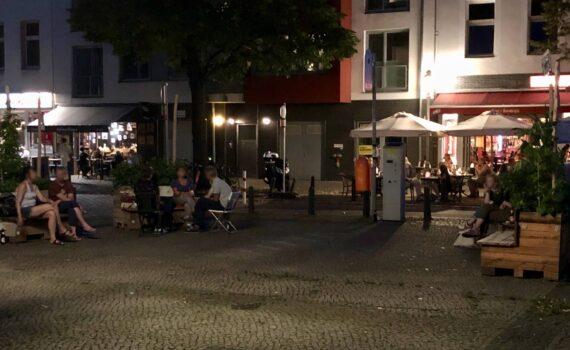 Treffpunkt Karl-August-Platz bei Nacht